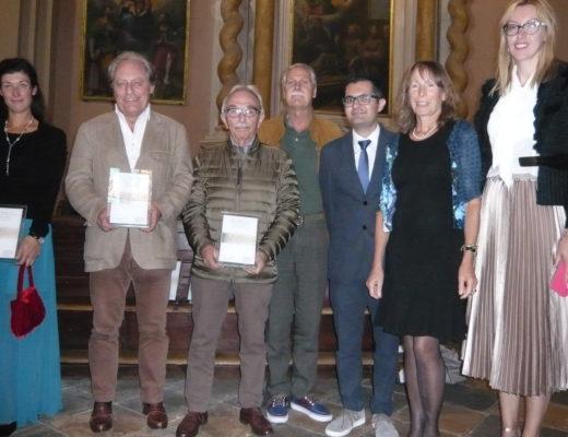 """Foto di gruppo degli assegnatari del """"Premio Guglielmo Caccia"""" e del """"Premio Orsola Maddalena Caccia"""""""