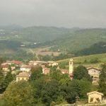Veduta della frazione di Patro dalla località Cascine Capri